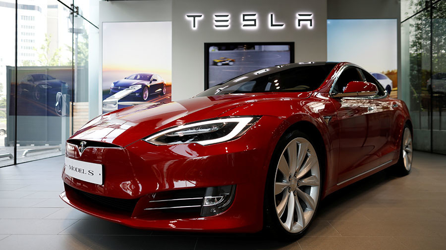 ELON MUSK IN THE MIDDLE OF TESLA'S CRISIS STORM